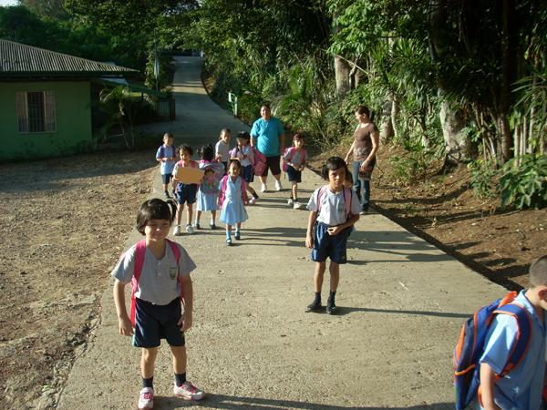 Hogar de Vida Kids headed to school